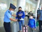 suasana-bandara-apt-pranoto-saat-new-normal_3.jpg