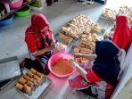 suasana-home-industry-atau-industri-roti-rumahan-cahaya-nikmah-bakery.jpg