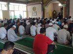 suasana-ibadah-shalat-jumat-di-masjid-al-musyawarah-jalan-anggrek-kota-samarinda.jpg