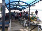suasana-kedatangan-penumpang-di-pelabuhan-speedboat-tidung-pala-kabupaten-tana-tidung.jpg