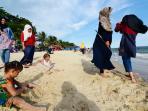 suasana-liburan-di-pantai-kemala-balikpapan_20151231_105122.jpg