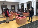 suasana-pengunjung-saat-berkunjung-ke-museum-mulawarman-tenggarong-di-hari-pertama-buka.jpg