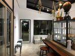 tampilan-cafe-ruangrupa-dengan-tanaman-dan-furniture-menarik-ala-cafe-di-bali.jpg