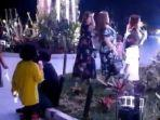 tangkapan-layar-video-viral-perempuan-berjoget-dan-menginjak-tanaman-hias-di-taman-kota-raja.jpg
