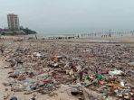 tumpukan-sampah-plastik-di-pantai-balikpapan-permai_20180810_180516.jpg