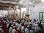 umat-muslim-melaksanan-ibadah-sunah-di-malam-nisfu-syaban.jpg