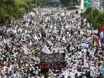 umat-muslim-mengikuti-aksi-reuni-212-di-kawasan-jalan-mh-thamrin-jakarta.jpg
