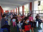 usai-divaksinasi-covid-19-ratusan-pekerja-migran-indonesia-pmi-mengantre.jpg