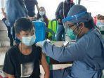 vaksinasi-warga-di-kecamatan-mook-manaar-bulatn.jpg