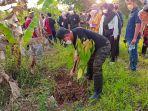 wakil-walikota-samarinda-rusmadi-melakukan-penanaman-pohon-di-sisi-sungai-karang-mumus.jpg