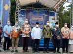 walikota-samarinda-andi-harun-berfoto-bersama-usai-acara-penutupan-pasar-ramadhan.jpg