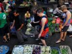wisatawan-di-pasar-tradisional_20160108_142548.jpg