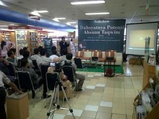 Talk Show El-Banjary di Gramedia Samarinda Dipadati Pengunjung