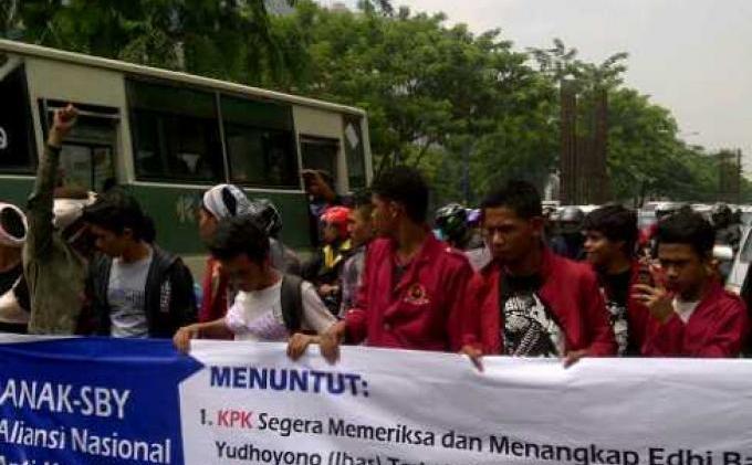 KPK Didesak Periksa Ibas Yudhoyono - Setia_Budi-20131127-01260.jpg