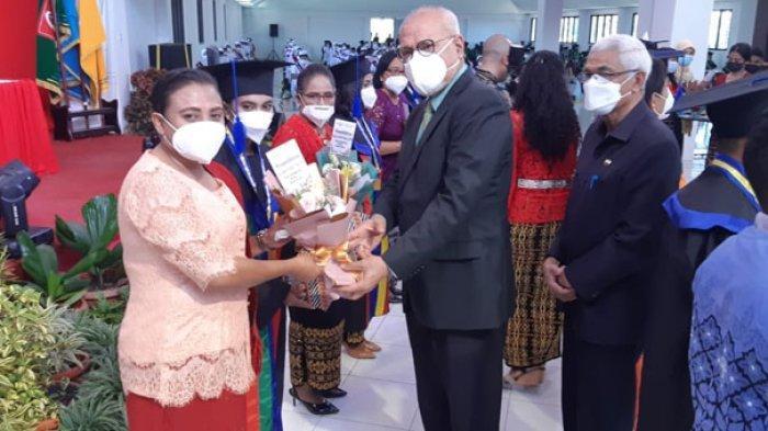 194 Sarjana Baru UCB Kupang Diwisuda, Rektor: Bisa Jadi Perutusan di Masyarakat