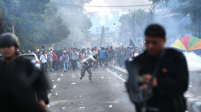 Kobaran Api Muncul, Kericuhan Terjadi di Sekitaran Gedung Bawaslu, Jalan MH Thamrin Jakarta