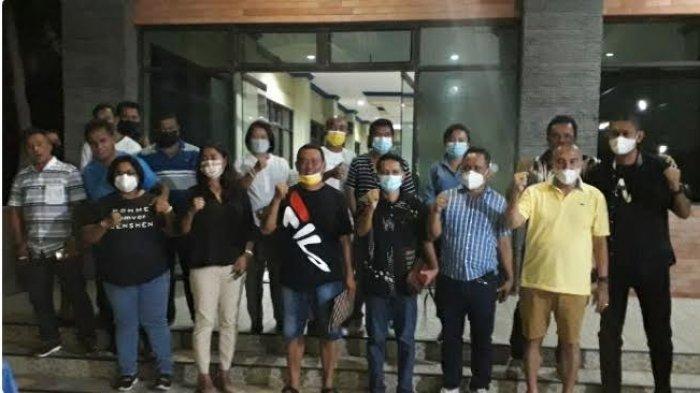 21 ADPRD kota Kupang saat pose bersama usai membacakan Misi Tidak peracaya.