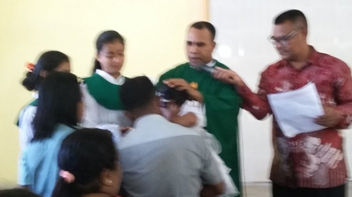 22 Anak Gereja Santo Fransiskus Xaverius Golusapi SBD Dibaptis