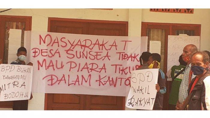 4 Tahun Tak Ada Pembahasan LKPj Penggunaan Anggaran, Warga Desa Sunsea, TTU Segel Kantor Desa