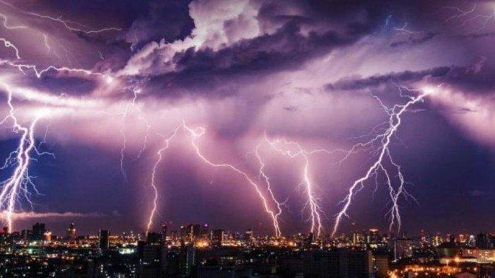 Peringatan Dini Cuaca Ekstrem Senin 12 Juli 2021: Waspada Hujan Petir & Angin Kencang di 25 Wilayah