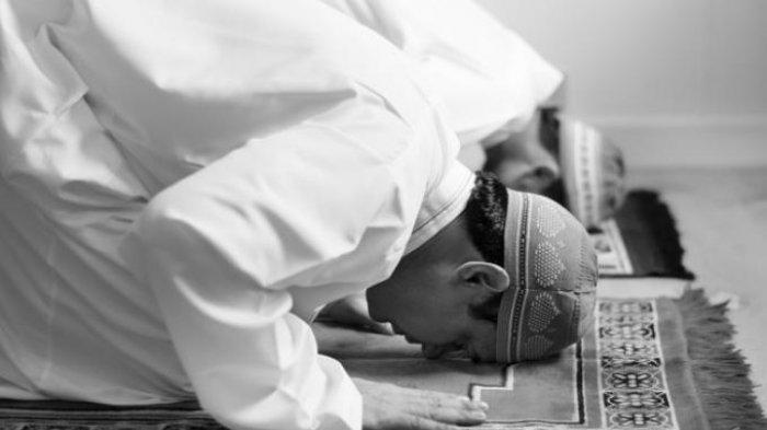 Bacaan Niat & Tata Cara Sholat Dzuhur Lengkap dengan Doa Setelah Salat Dzuhur Bahasa Arab & Artinya