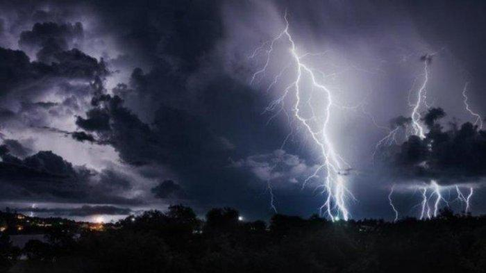 Ilustrasi cuaca ektrem dan hujan petir