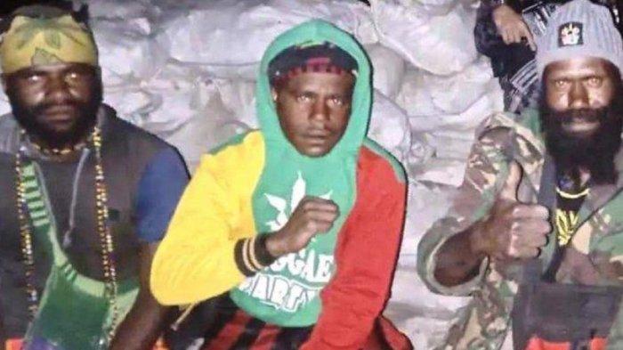 Sejumlah anggota KKB Papua yang ditangkap TNI-Polri dan sosok Mbobugu anggota KKB Papua anak buah Lekagak Telenggen yang ditangkap TNI-Polri.