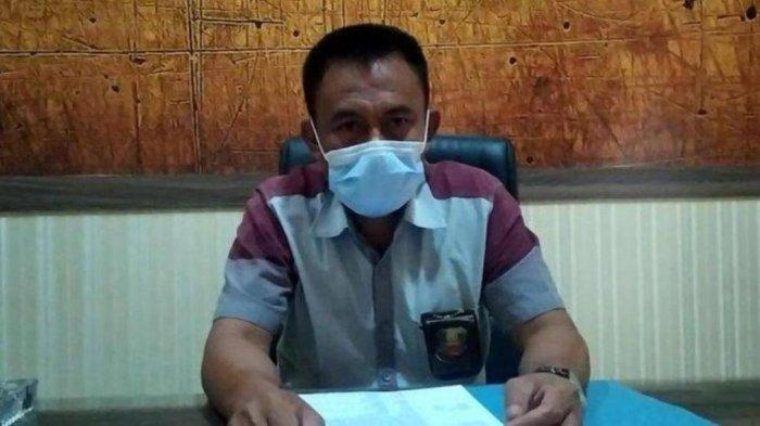 Kasat Reskrim Polres Bantaeng, AKP Burhan ketika dikonfirmasi terkait kasus duel maut ayah vs anak di ruangannya, Kamis 22 Juli 2021.