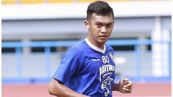 Usahanya Sudah Mulai Berjalan, Pemain Persib Bandung Abdul Aziz Jajal Bisnis Sepatu dan Baju, INFO