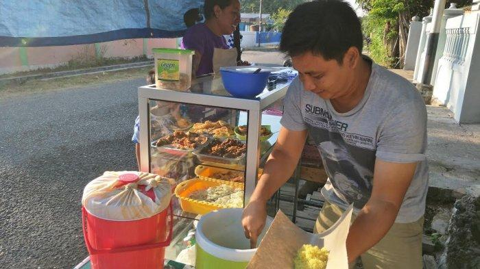 TRIBUN WIKI: Nikmatnya, Nasi Kuning Milik Ahari di Jalan Pemuda Matawai, Kota Waingapu