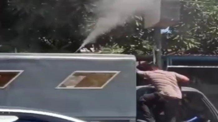 Aksi Heroik Bripka Marten Taus Bantu Padamkan Api Pada Kabel Listrik Terbakar