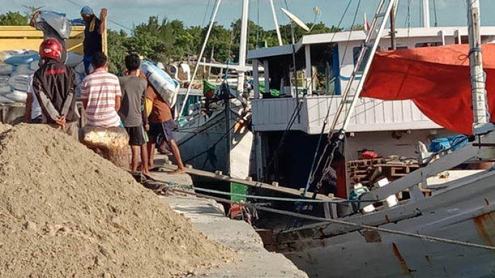 Aktivitas Bongkar Muat di Pelabuhan Rakyat Waingapu Meningkat