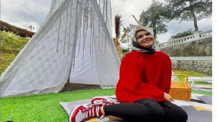 Amanda Manopo tampil pakai hijab
