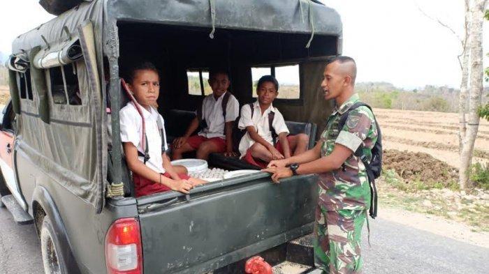 Lihat! Raut Wajah Anak Sekolah di Perbatasan Saat Menumpang Mobil TNI