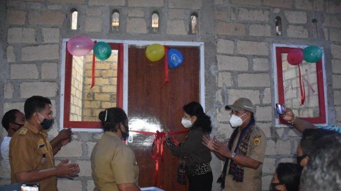 Wali Kota Kupang Kembali Serahkan Bantuan Bedah Rumah