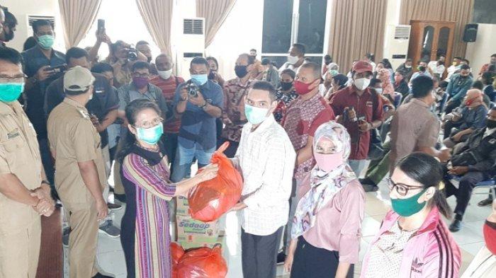466 Guru Honorer Terima Bansos Sembako dari Pemerintah Kota Kupang