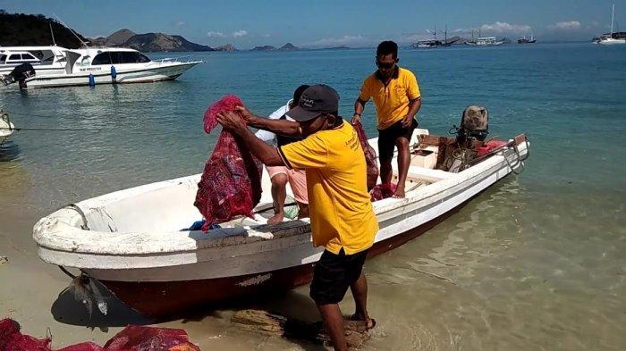 World Ocean Day 2021 di Labuan Bajo, P3KOM Pungut Sampah di Bawah Laut