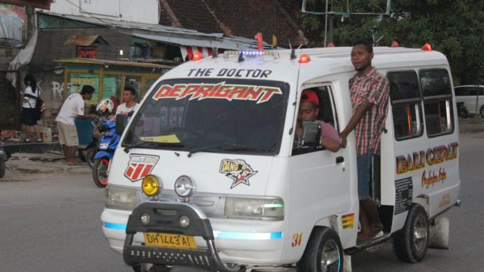 Mobil Pick Up Jadi Moda Transportasi Alternatif Di Kupang Pos Kupang