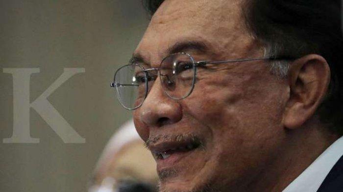 Anwar Ibrahim berbicara dalam konferensi pers di Kuala Lumpur, Malaysia, 23 September 2020.