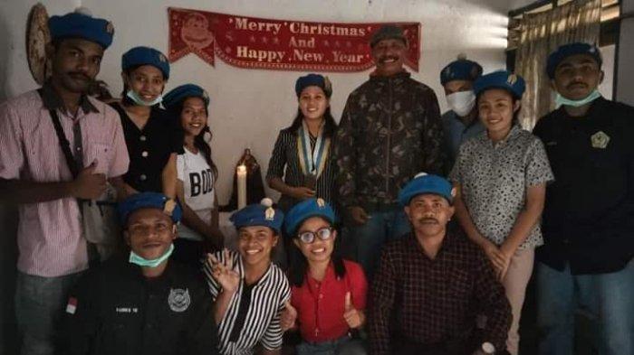 Mahasiswa API Reinha Rosari Kupang dan OMK Stasi Dirikan Pojok Baca di Pantai Baobolak Lembata