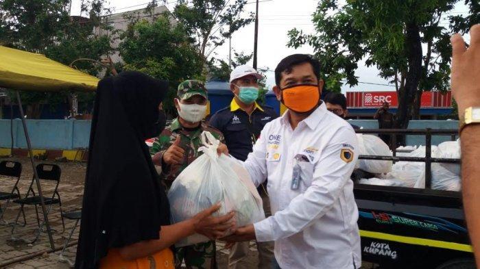 Bank Mandiri Serahkan Bantuan Kepada Korban Badai Tropis di NTT