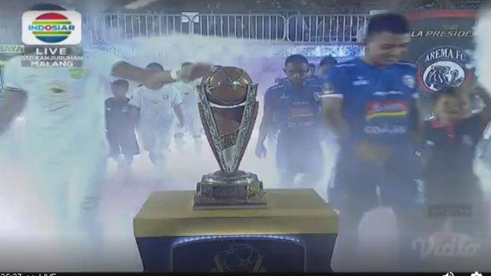 Live Streaming Babak II Arema Unggul 1-0 Atas Persebaya, Jokowi Batal Serahkan Tropi  Piala Presiden