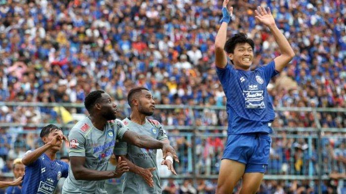 Pertandingan Arema vs Persib pada pekan kedua Shopee Liga 1 2020 di Stadion Kanjuruhan, Malang, Minggu (8/3/2020).