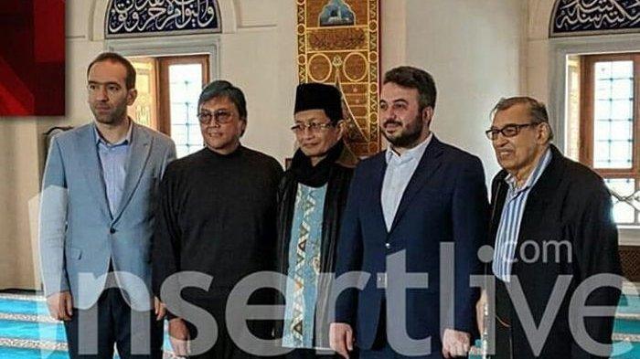Ayah Reino Barack Tiba di Masjid Tokyo Camii Jepang