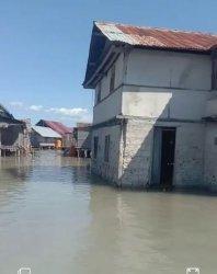 Badai Rob Landa Parumahan di Kabupaten Sikka, Warga Mengungsi