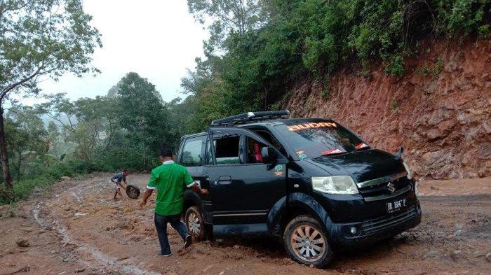 Jalan Pertigaan Colol-Benteng Jawa Manggarai Timur Rusak