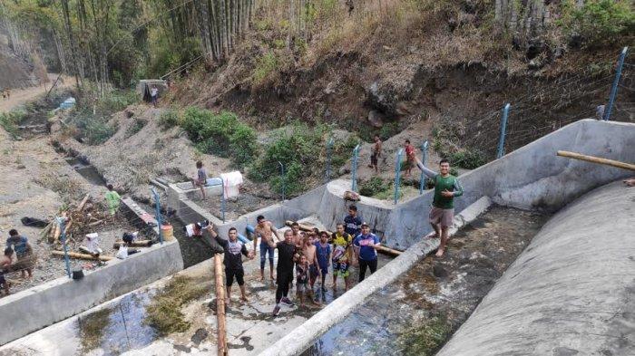 Peringati Hari Pahlawan, TNI dan Komunitas Trail Bajawa Adakan Baksos