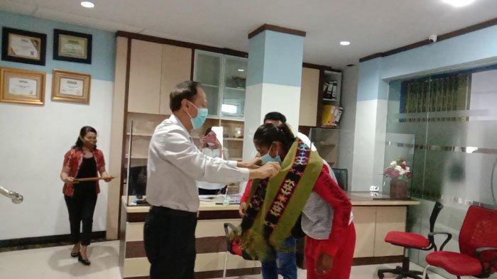 Bank Christa Jaya Berikan Bonus Bagi Susanti Ndapataka, Peraih Medali Emas PON Papua