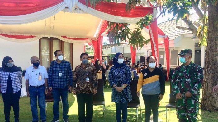 Serangkaian kegiatan telah dilakukan Kantor Perwakilan Bank Indonesia Provinsi Nusa Tenggara Timur (KPw BI NTT) pada Jumat 23 April 2021. Kegiatan diawali dengan Vaksinasi Covid-19 bagi Perbankan, dan masyarakat yang difasilitasi oleh KPw BI NTT, dilanjutkan penyerahan banruan bencana alam di Tuapukan dan Naibonat.