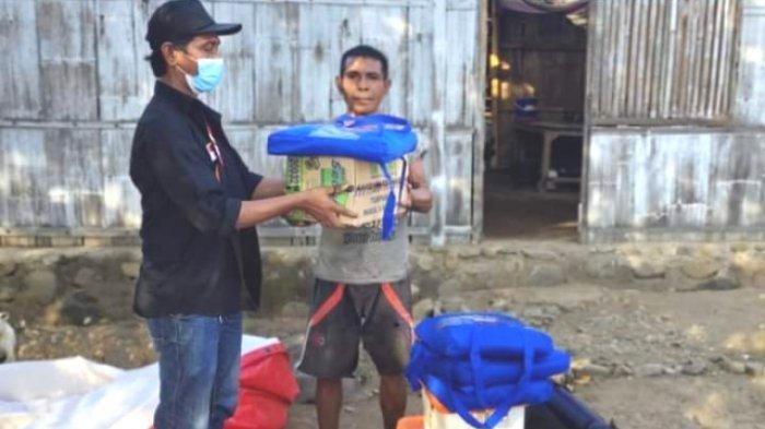 Pemkab Sikka Serahkan Bantuan Bagi Korban Bencana Angin di Hoder